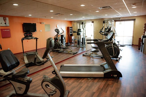 comfort suites near airport fitness room